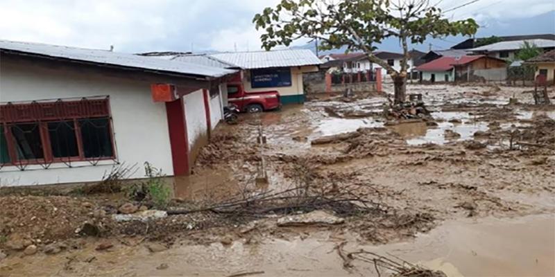Desbordamiento de la quebrada Guayzimi inundó varias viviendas