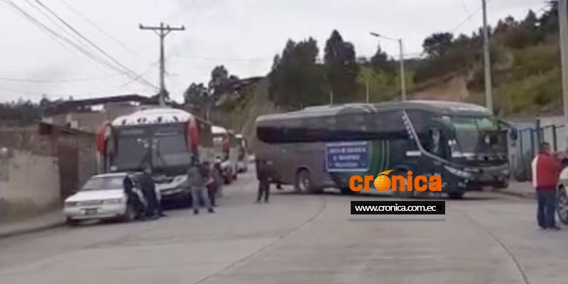 Vía Loja-Zamora bloqueada al paso vehicular