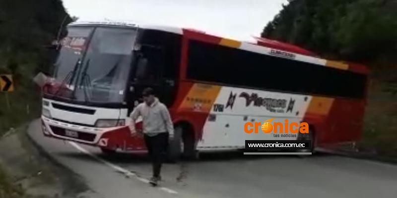 Vía Loja Catamayo cerrada al paso vehicular